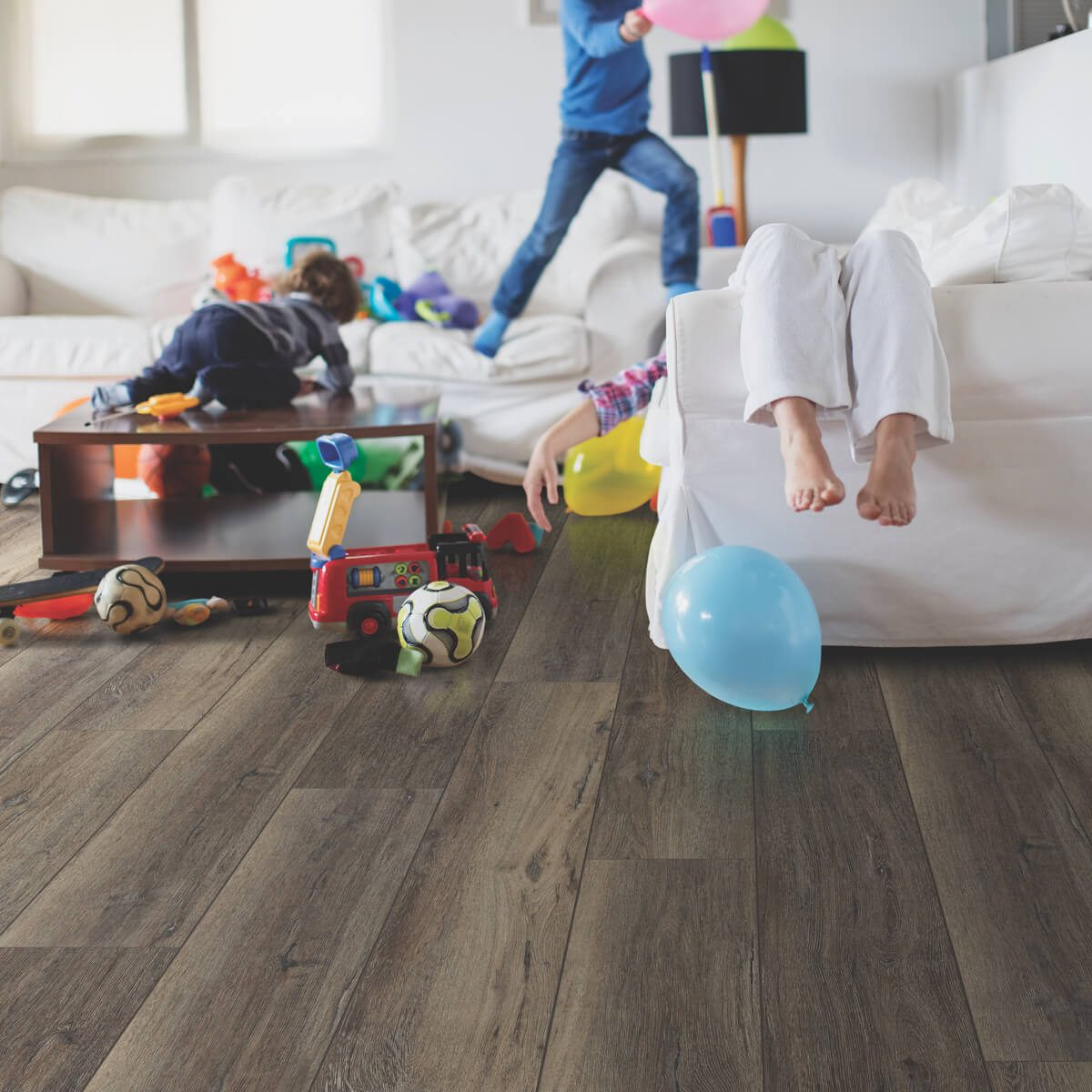 Kids playing in living room | Westport Flooring
